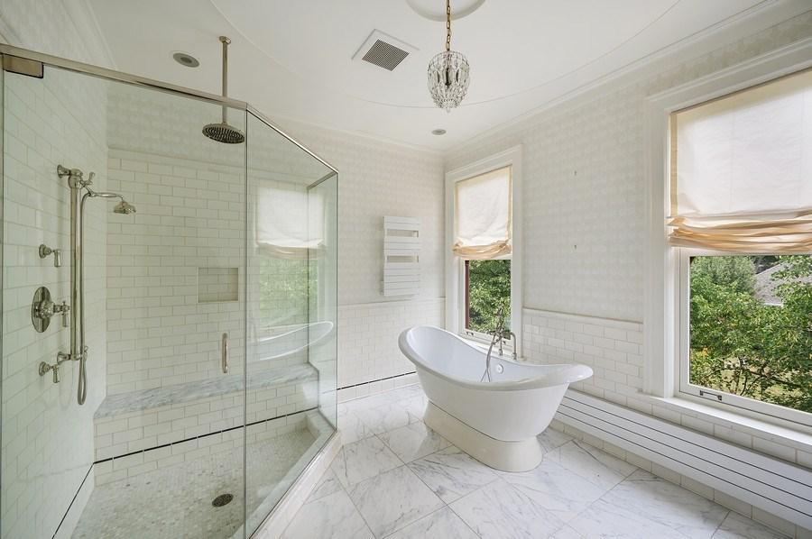 Real Estate Photography - 1225 Sheridan Rd, Evanston, IL, 60202 - 2nd Floor Bathroom