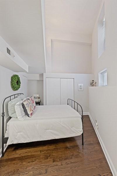 Real Estate Photography - 1130 W Cornelia, Unit M, Chicago, IL, 60657 - 2nd Bedroom