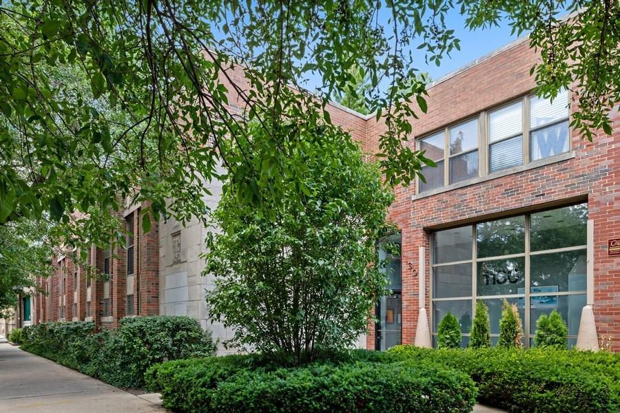 Real Estate Photography - 1130 W Cornelia, Unit M, Chicago, IL, 60657 - Front View