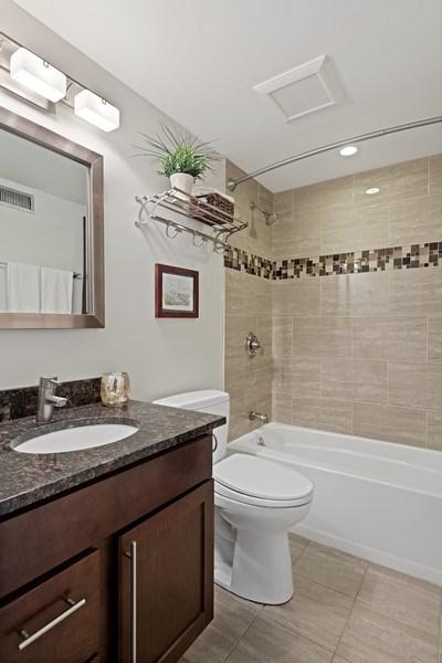 Real Estate Photography - 1130 W Cornelia, Unit M, Chicago, IL, 60657 - 2nd Bathroom