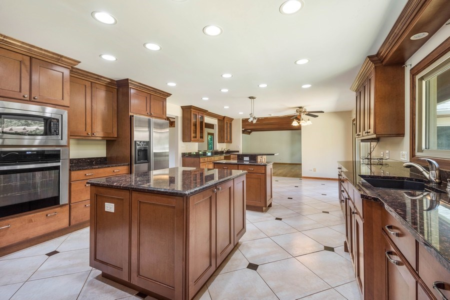 Real Estate Photography - 2185 Inverray Rd, Inverness, IL, 60067 - Kitchen