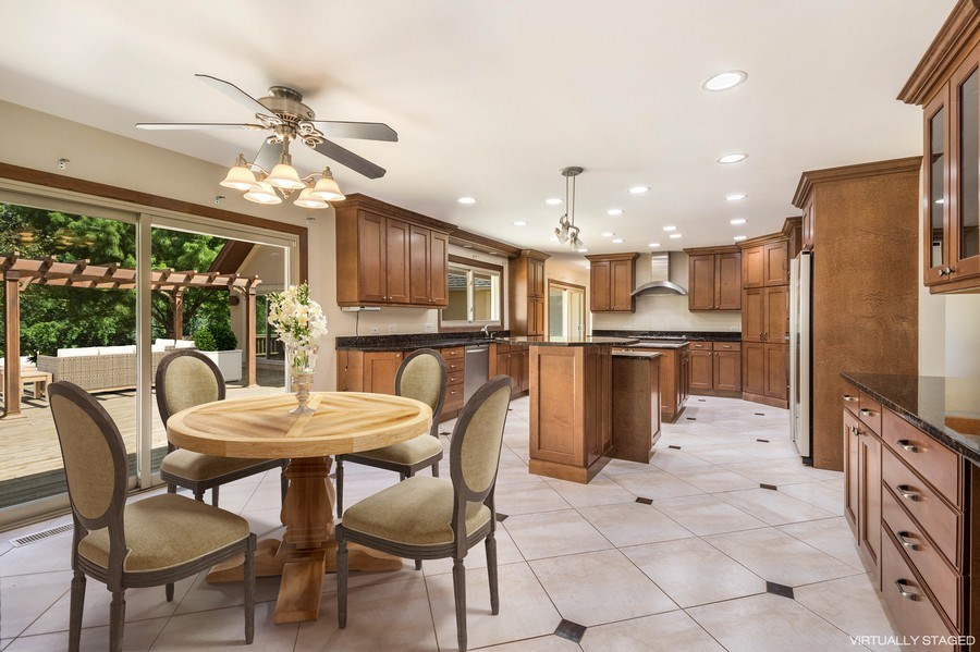 Real Estate Photography - 2185 Inverray Rd, Inverness, IL, 60067 - Kitchen / Breakfast Room