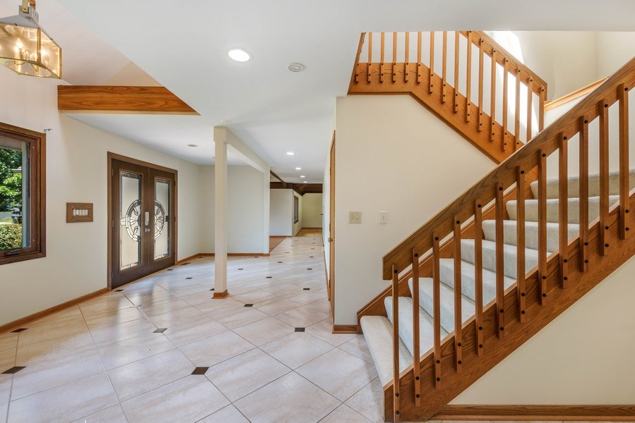 Real Estate Photography - 2185 Inverray Rd, Inverness, IL, 60067 - Foyer