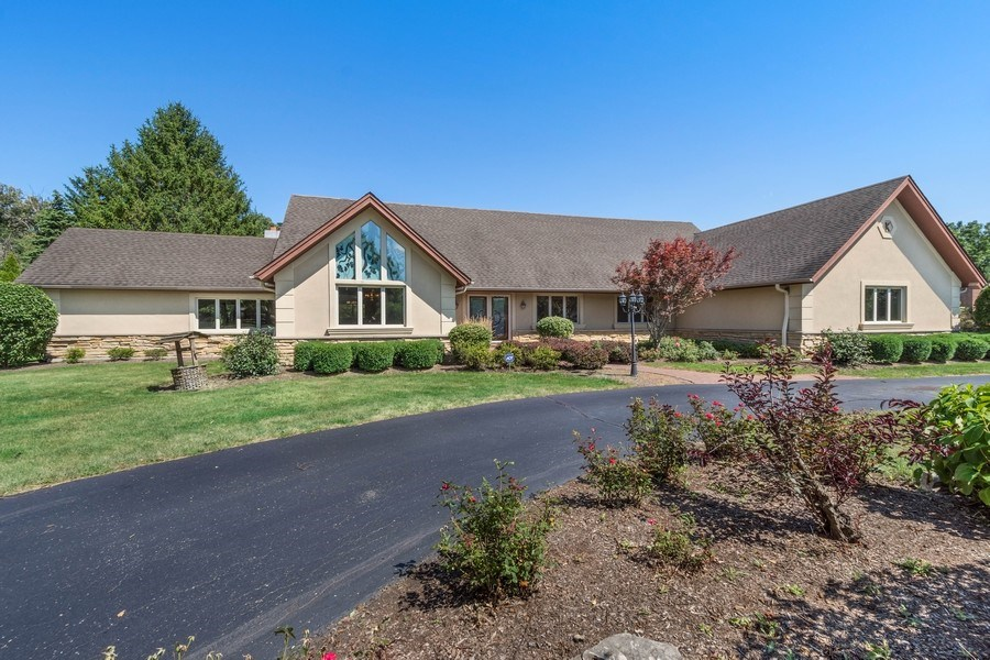 Real Estate Photography - 2185 Inverray Rd, Inverness, IL, 60067 - Front View