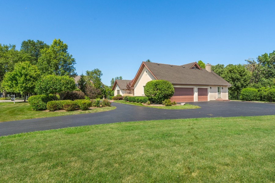 Real Estate Photography - 2185 Inverray Rd, Inverness, IL, 60067 - Side View