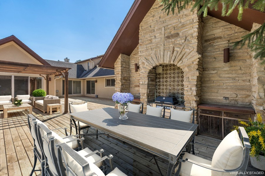 Real Estate Photography - 2185 Inverray Rd, Inverness, IL, 60067 - Deck