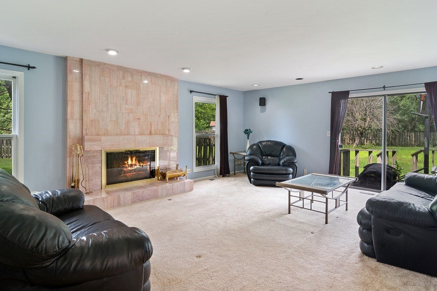 Real Estate Photography - 4007 Lindenwood, Northbrook, IL, 60062 - Family Room
