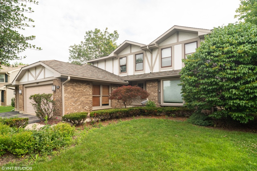 Real Estate Photography - 4007 Lindenwood, Northbrook, IL, 60062 - Front