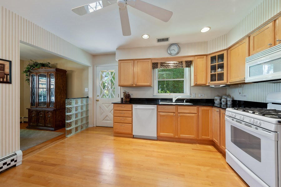 Real Estate Photography - 24 N Poplar Place, La Grange, IL, 60525 - Kitchen