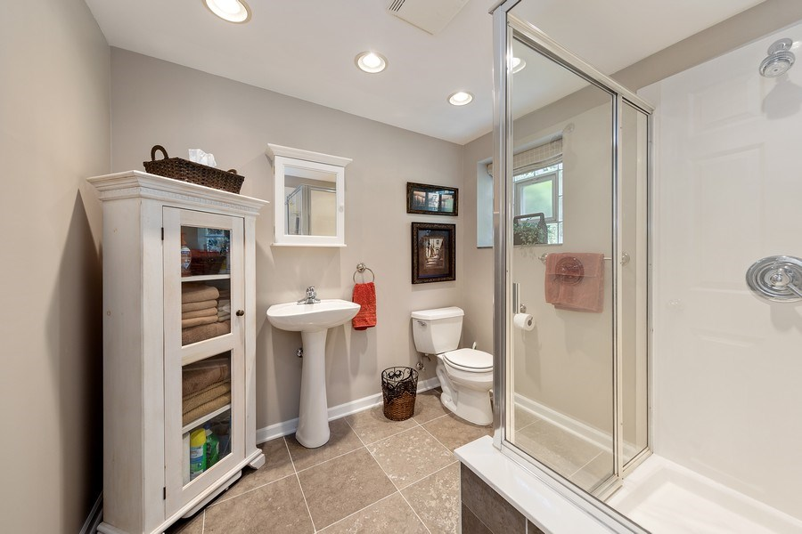 Real Estate Photography - 24 N Poplar Place, La Grange, IL, 60525 - 2nd Bathroom