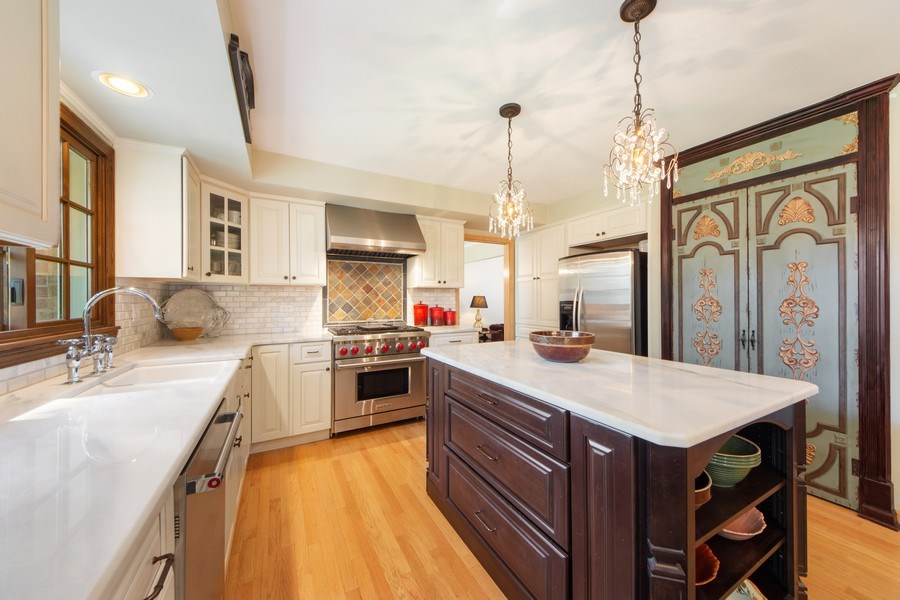 Real Estate Photography - 1431 N Haddow, Arlington Heights, IL, 60004 - Kitchen