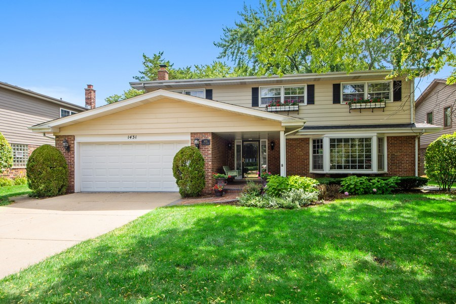 Real Estate Photography - 1431 N Haddow, Arlington Heights, IL, 60004 - Front View