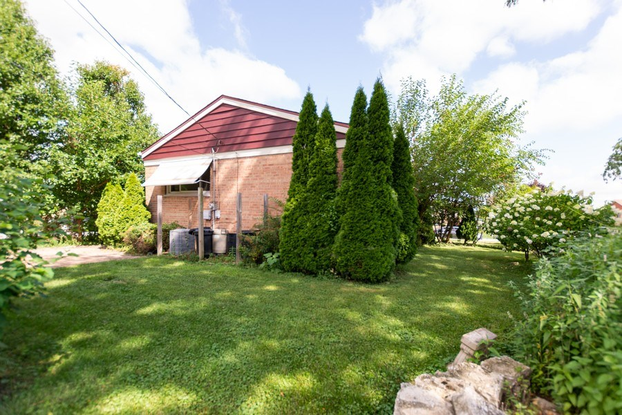 Real Estate Photography - 3433 W 125th St, Alsip, IL, 60803 - Back Yard