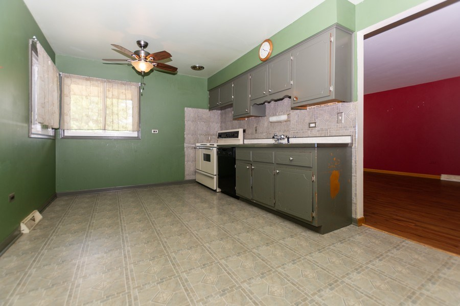 Real Estate Photography - 3433 W 125th St, Alsip, IL, 60803 - Kitchen