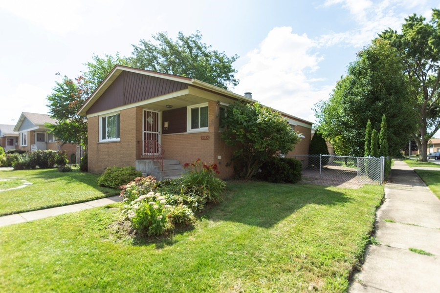 Real Estate Photography - 3433 W 125th St, Alsip, IL, 60803 - Front View