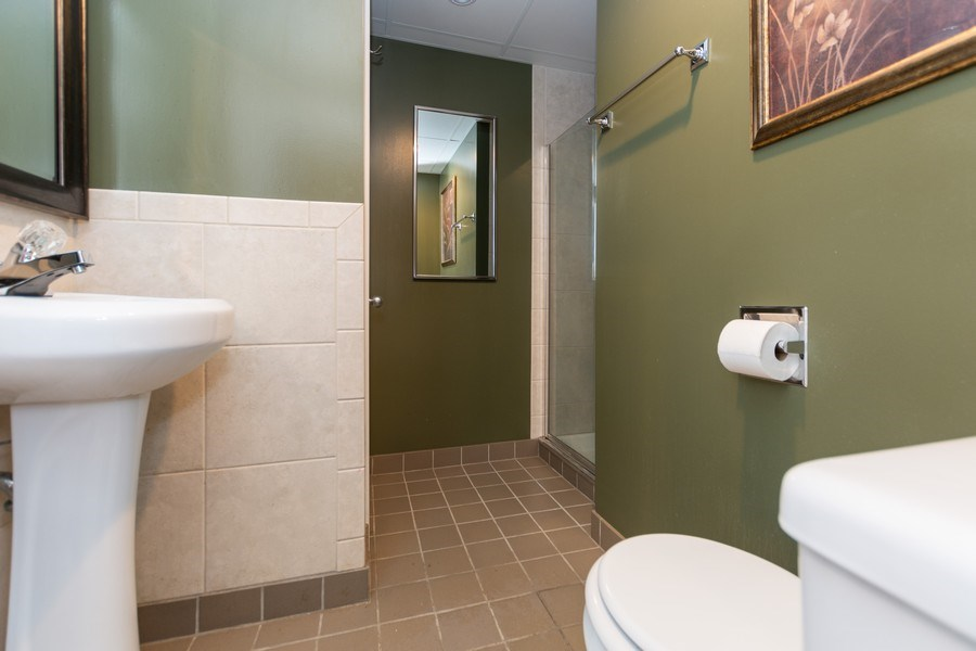 Real Estate Photography - 3433 W 125th St, Alsip, IL, 60803 - 2nd Bathroom