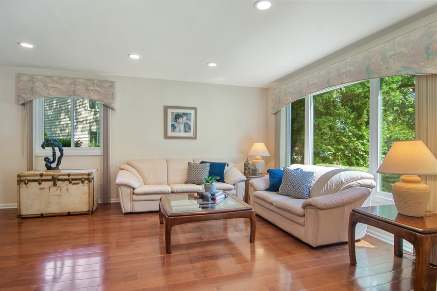 Real Estate Photography - 60 CHESTNUT TERRACE, BUFFALO GROVE, IL, 60089 - Living Room