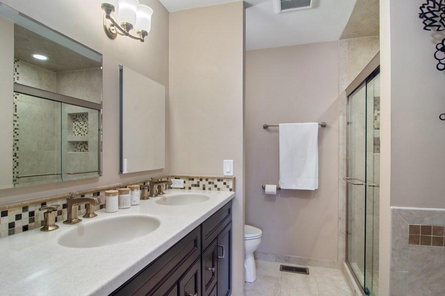 Real Estate Photography - 60 CHESTNUT TERRACE, BUFFALO GROVE, IL, 60089 - Master Bathroom