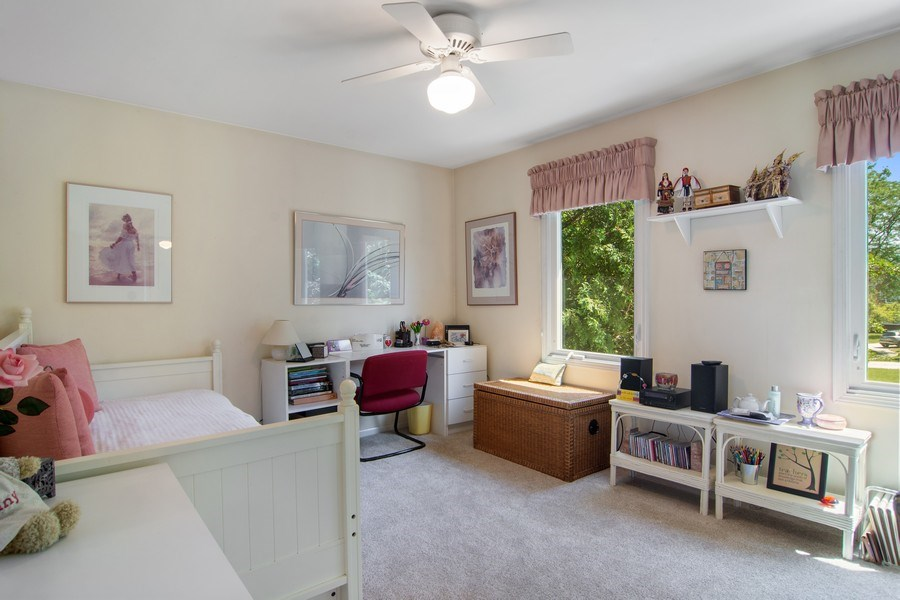 Real Estate Photography - 60 CHESTNUT TERRACE, BUFFALO GROVE, IL, 60089 - 2nd Bedroom