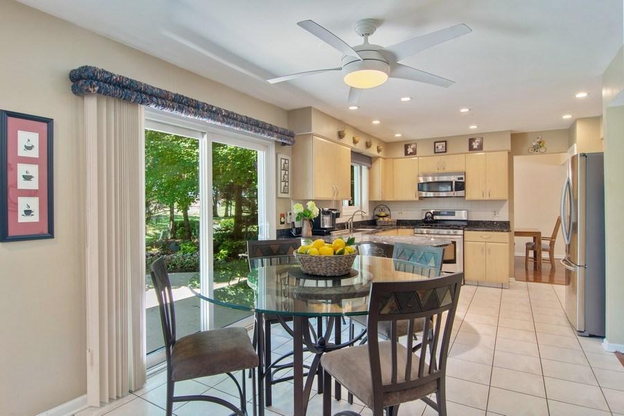 Real Estate Photography - 60 CHESTNUT TERRACE, BUFFALO GROVE, IL, 60089 - Kitchen / Breakfast Room