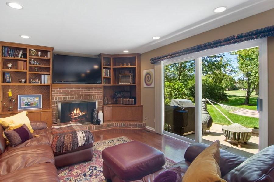 Real Estate Photography - 60 CHESTNUT TERRACE, BUFFALO GROVE, IL, 60089 - Family Room
