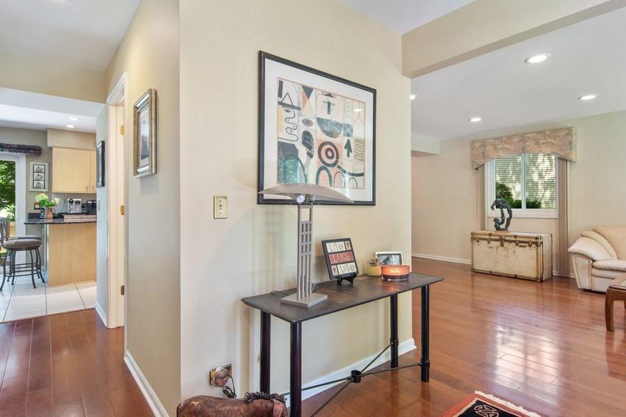Real Estate Photography - 60 CHESTNUT TERRACE, BUFFALO GROVE, IL, 60089 - Entryway