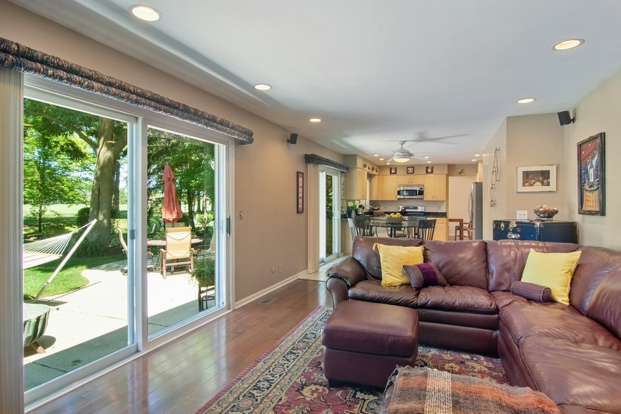 Real Estate Photography - 60 CHESTNUT TERRACE, BUFFALO GROVE, IL, 60089 - Family Room / Kitchen