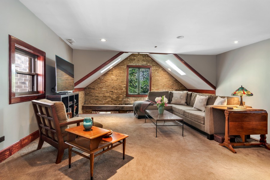 Real Estate Photography - 949 W. Huron St., Chicago, IL, 60642 - Master Sitting Room