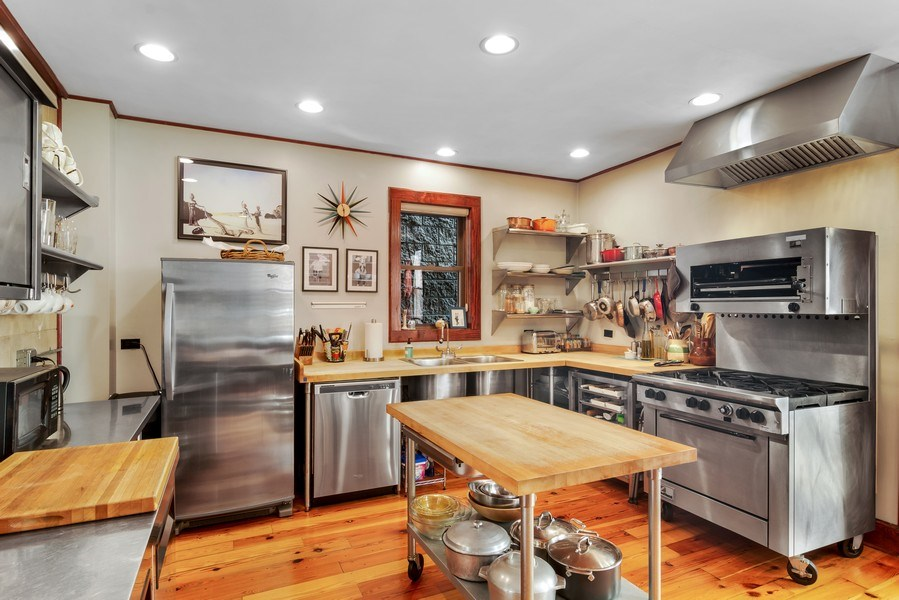 Real Estate Photography - 949 W. Huron St., Chicago, IL, 60642 - Kitchen