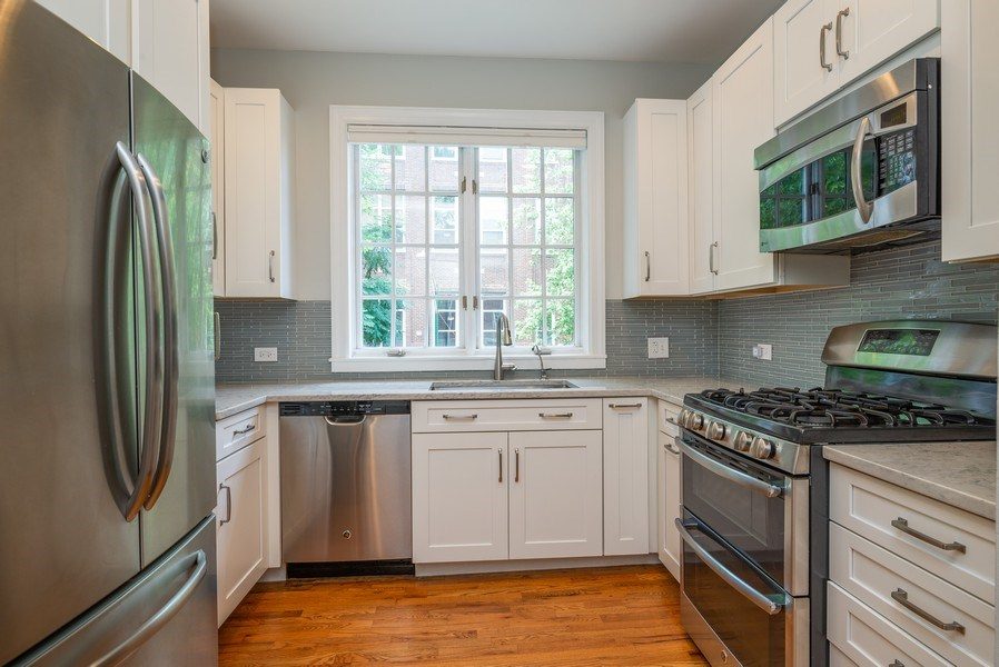 Real Estate Photography - 3959 N Hermitage, Chicago, IL, 60613 - Kitchen