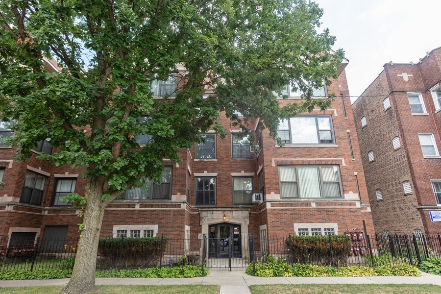 Real Estate Photography - 6727 S Merrill Ave #2N, Chicago, IL, 60649 - Front View