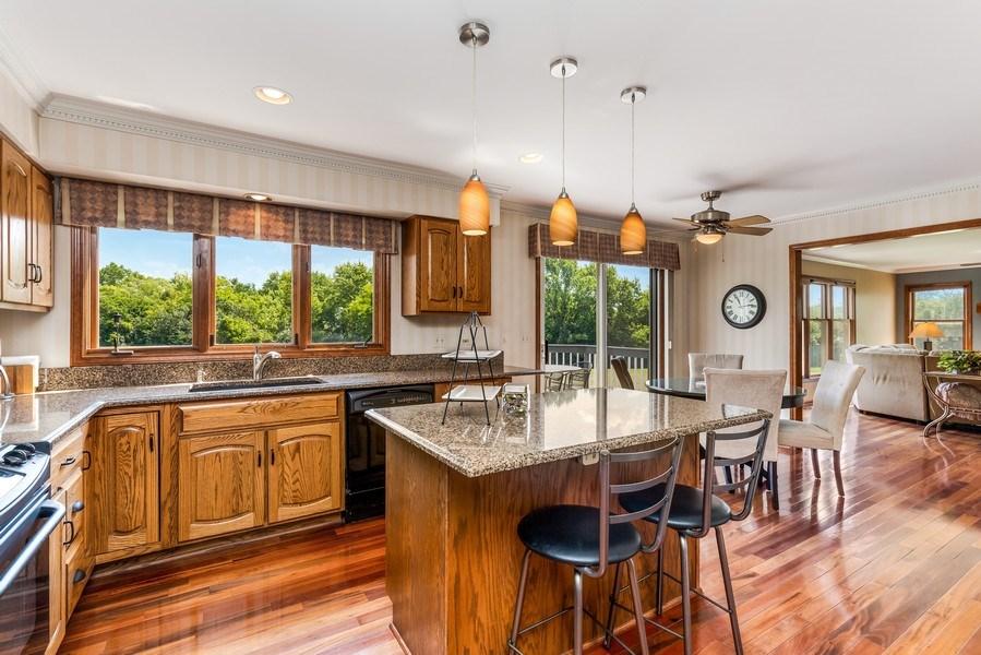 Real Estate Photography - 5175 Thornbark, Hoffman Estates, IL, 60010 - Kitchen