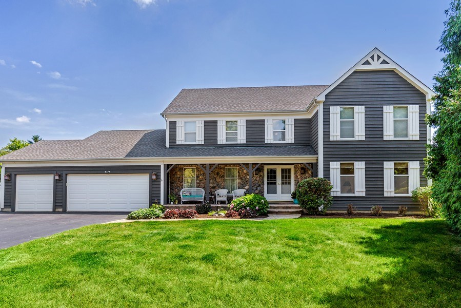 Real Estate Photography - 5175 Thornbark, Hoffman Estates, IL, 60010 - Front View