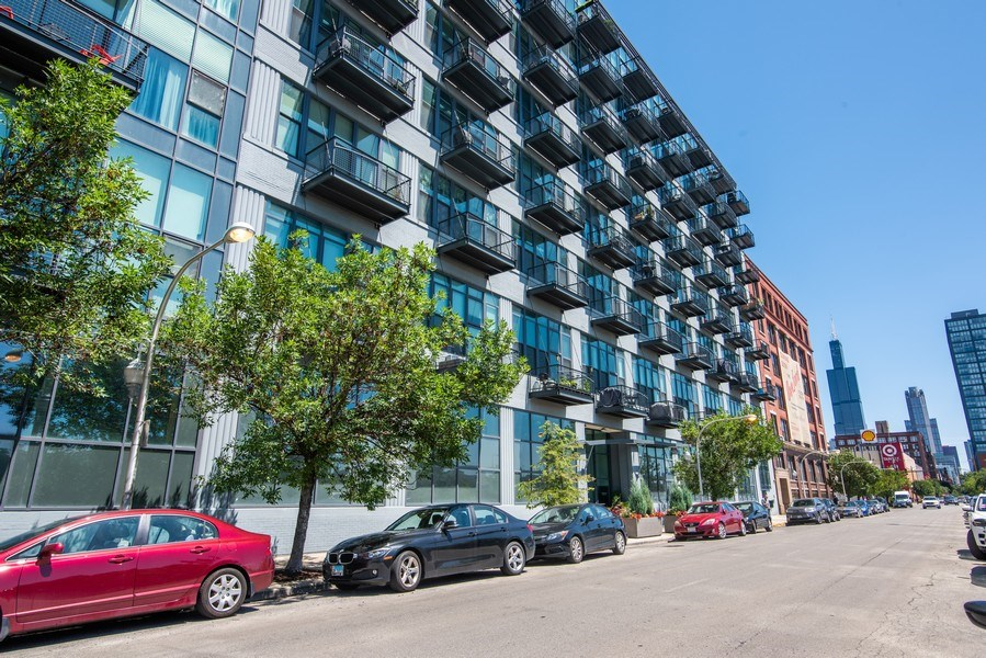 Real Estate Photography - 1224 W Van Buren, Apt 623, Chicago, IL, 60607 - Front View