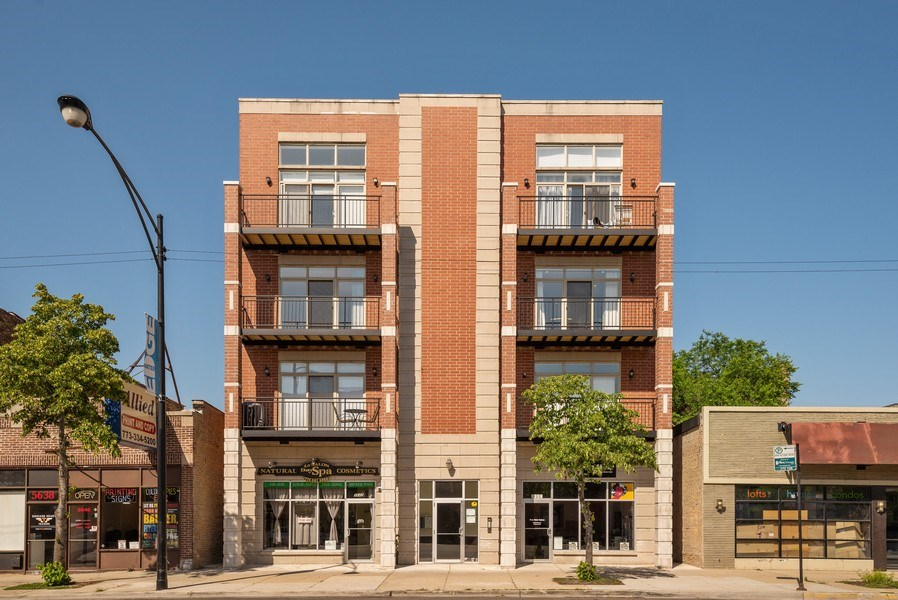 Real Estate Photography - 5642 N Broadway #3N, Chicago, IL, 60660 - Front View