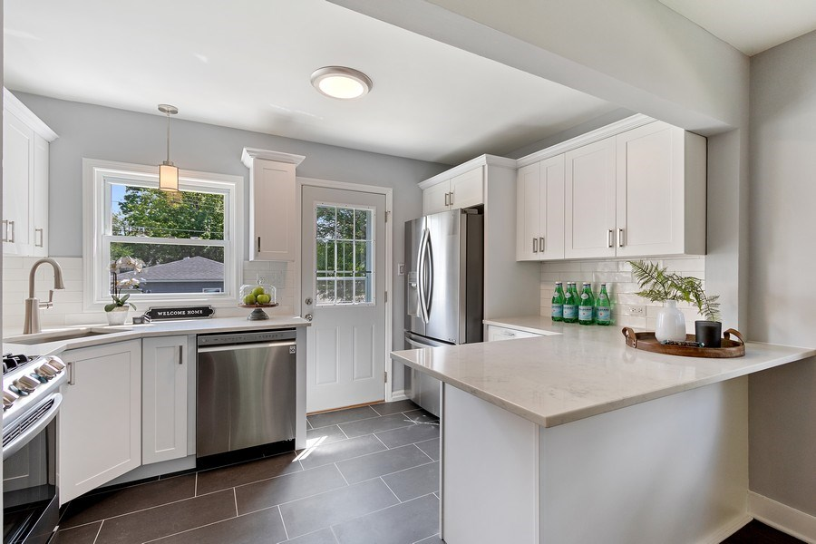 Real Estate Photography - 139 S Pine, Arlington Heights, IL, 60005 - Kitchen