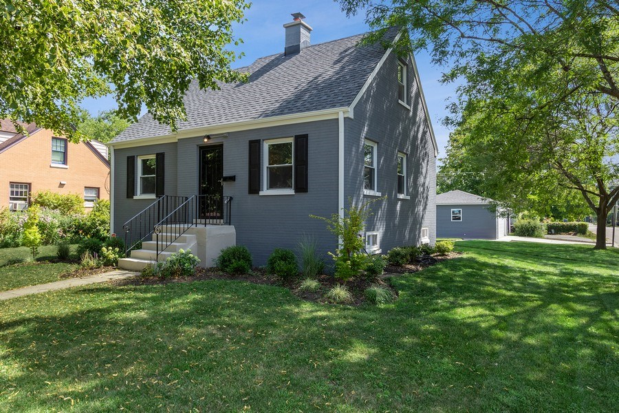 Real Estate Photography - 139 S Pine, Arlington Heights, IL, 60005 - Front View
