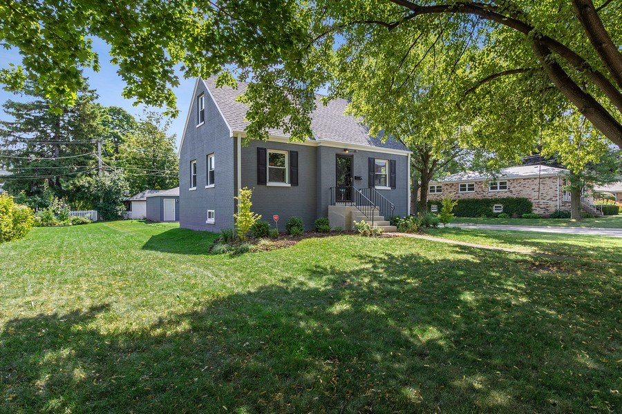 Real Estate Photography - 139 S Pine, Arlington Heights, IL, 60005 - Side View