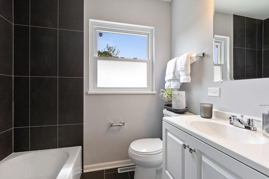 Real Estate Photography - 139 S Pine, Arlington Heights, IL, 60005 - Bathroom