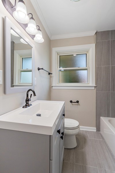 Real Estate Photography - 665 E Clarendon Ct, Arlington Heights, IL, 60004 - Bathroom