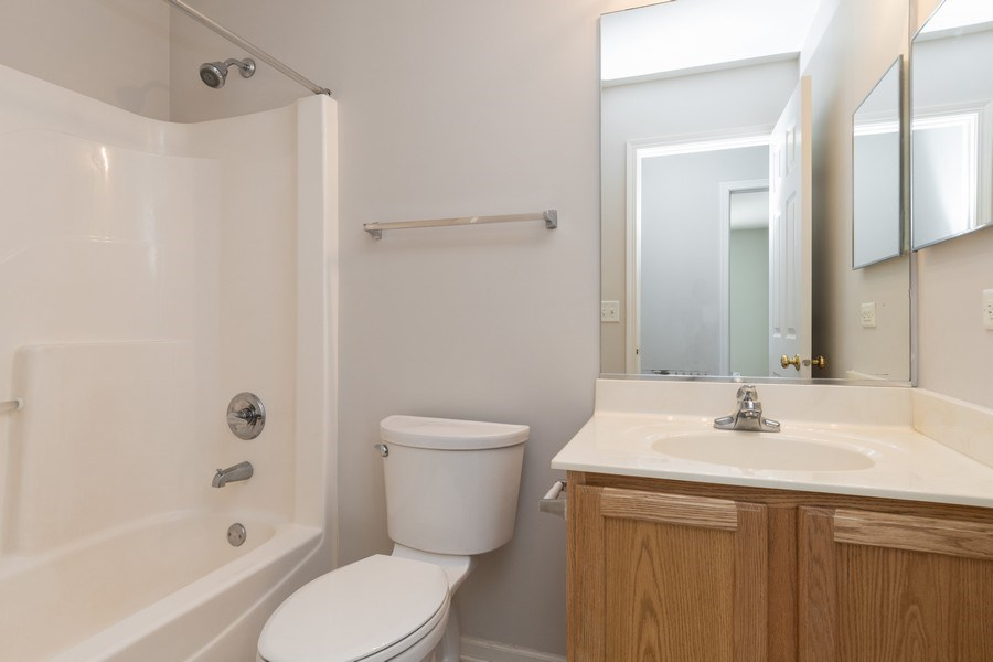 Real Estate Photography - 2212 Summerlin Dr, Aurora, IL, 60503 - 2nd Bathroom