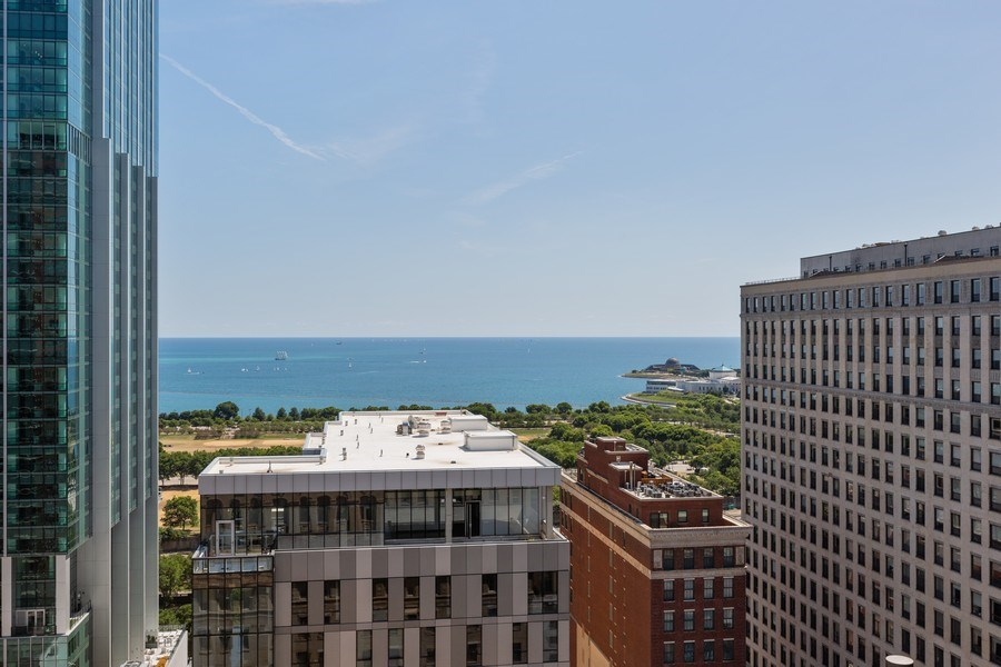 Real Estate Photography - 40 East 9th St, Unit 1314, Chicago, IL, 60605 - City View