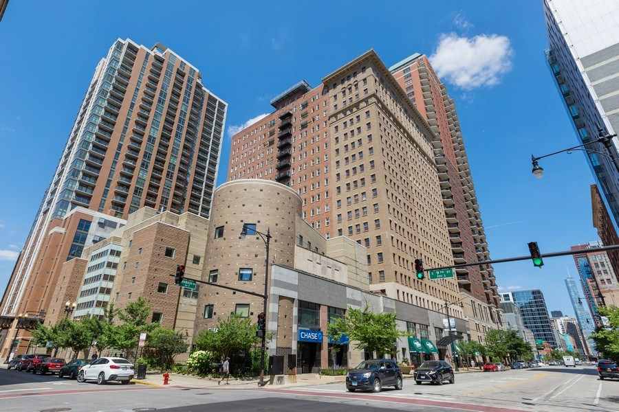 Real Estate Photography - 40 East 9th St, Unit 1314, Chicago, IL, 60605 - Front View
