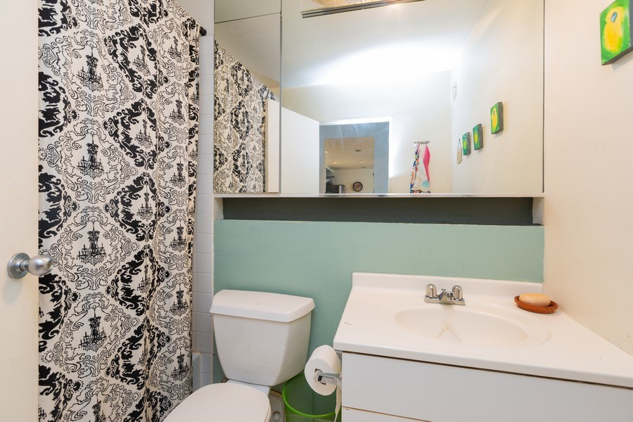 Real Estate Photography - 40 East 9th St, Unit 1314, Chicago, IL, 60605 - Bathroom