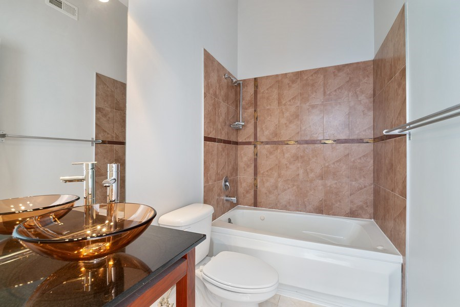 Real Estate Photography - 811 W Eastwood, Unit 604, Chicago, IL, 60640 - Master Bathroom