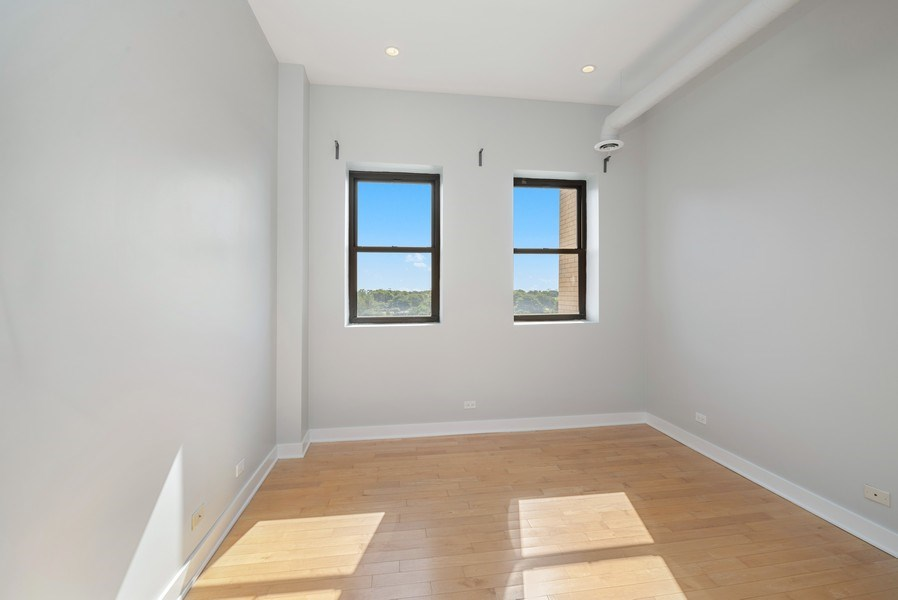 Real Estate Photography - 811 W Eastwood, Unit 604, Chicago, IL, 60640 - 2nd Bedroom