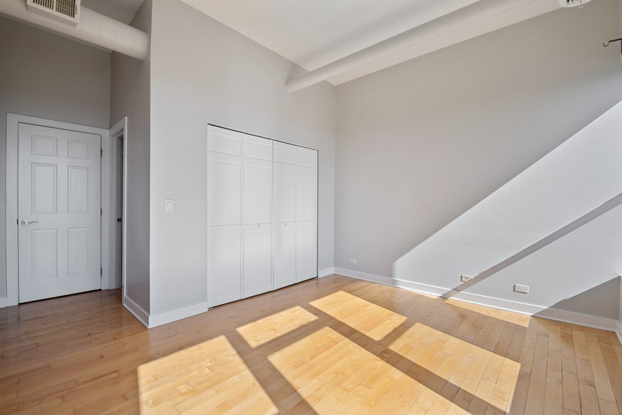 Real Estate Photography - 811 W Eastwood, Unit 604, Chicago, IL, 60640 - Master Bedroom