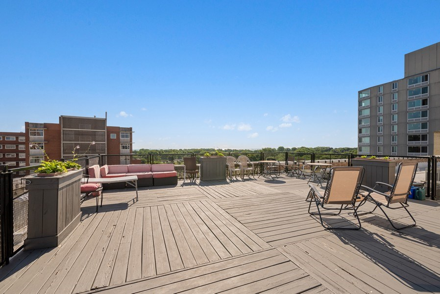 Real Estate Photography - 811 W Eastwood, Unit 604, Chicago, IL, 60640 - Roof Deck