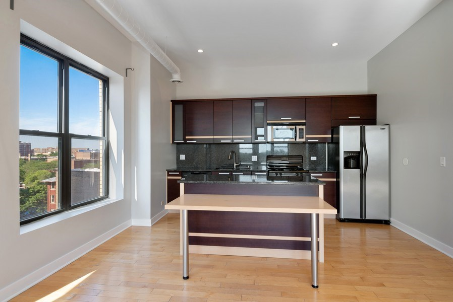 Real Estate Photography - 811 W Eastwood, Unit 604, Chicago, IL, 60640 - Kitchen