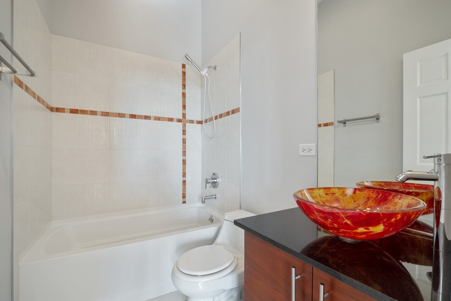 Real Estate Photography - 811 W Eastwood, Unit 604, Chicago, IL, 60640 - 2nd Bathroom